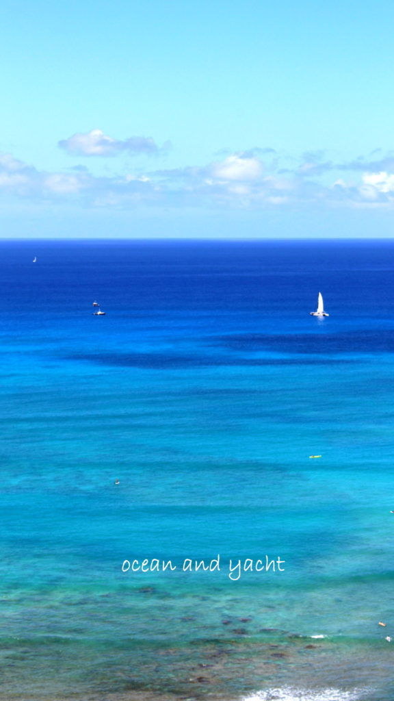 free iphone wallpaper Waikiki ocean and yacht in Hawaii